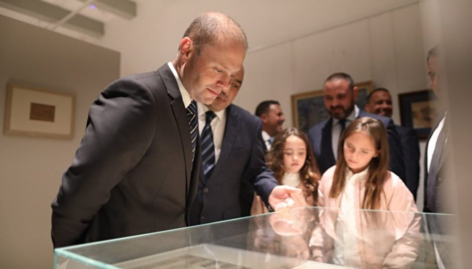 Prime Minister receives  'The National Portrait Gallery of Malta'