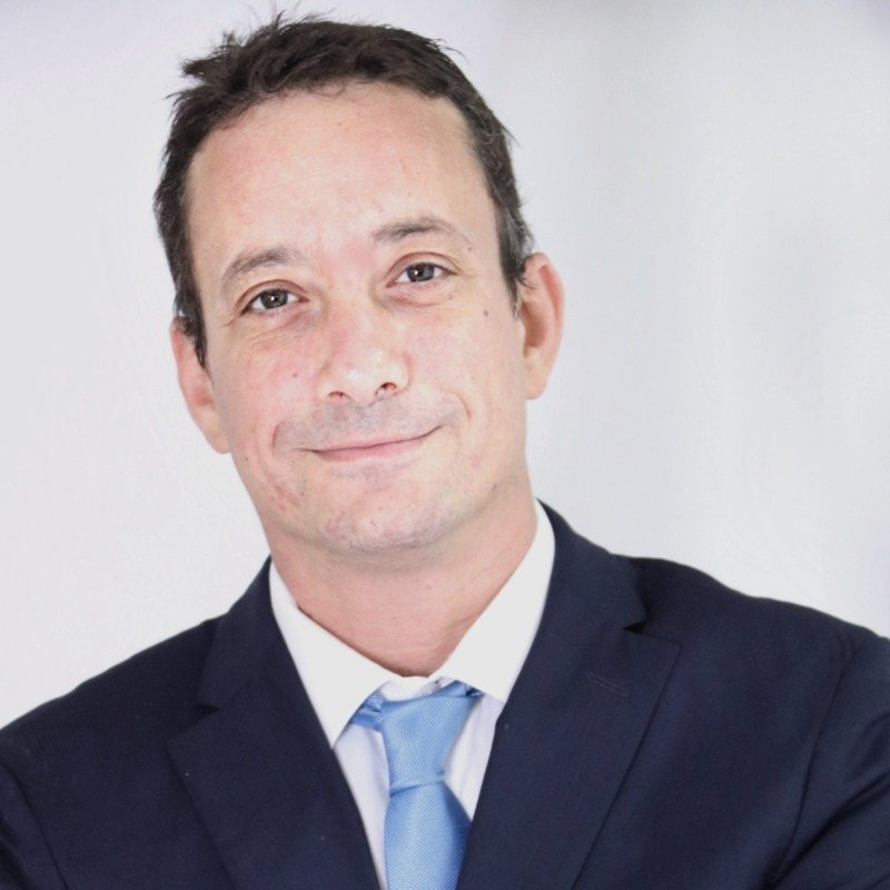 Miller-Distributors-malta-Board-member-michael-vella-de-fremeaux-general-manager-books